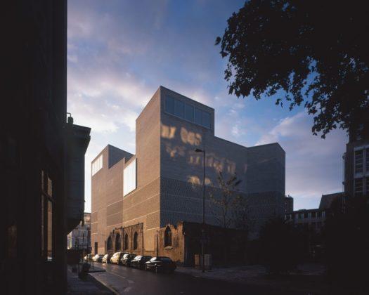 Aartsbisschoppelijk kunstmuseum in keulen door peter zumthor 1 525x420