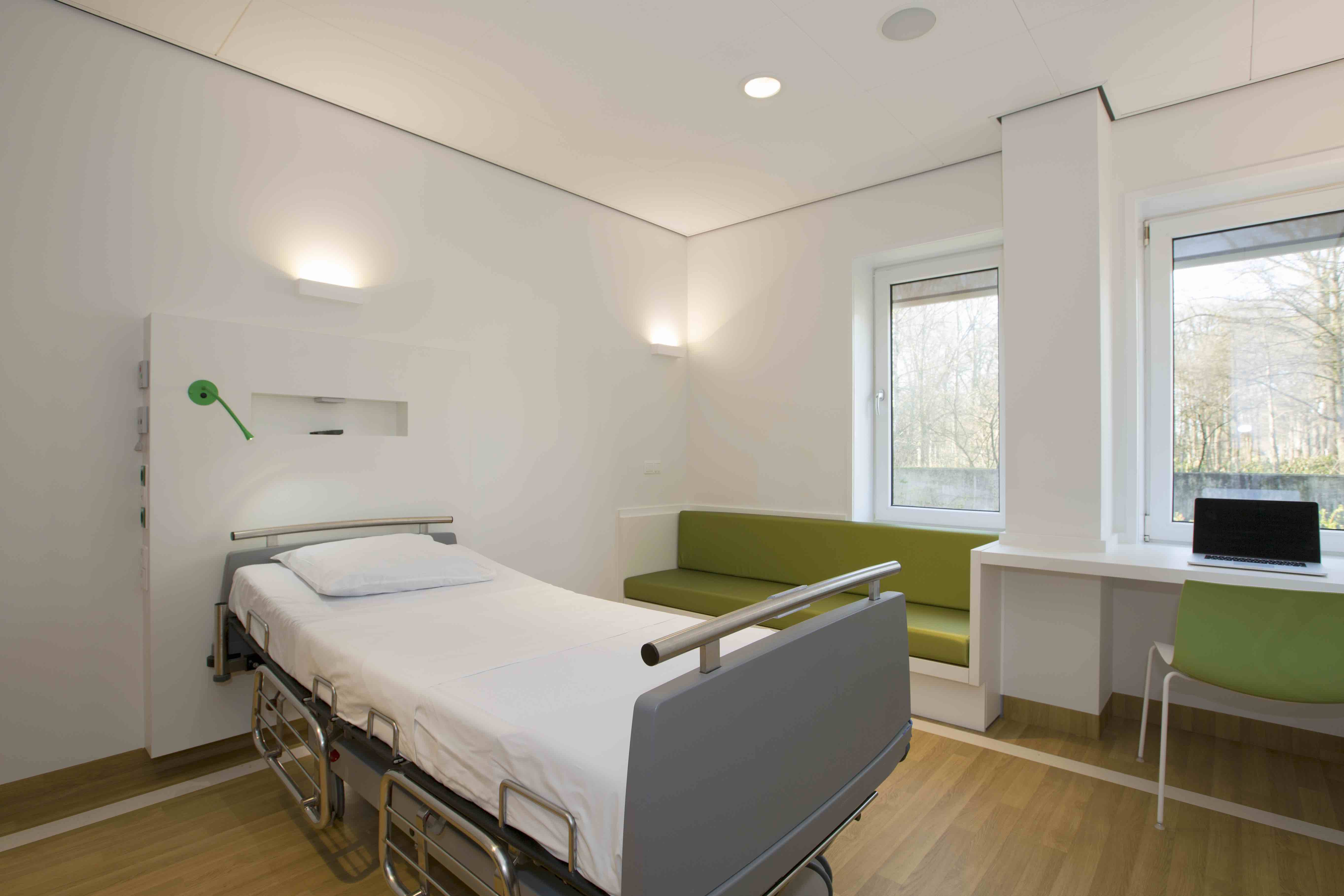 Arc16 renovatie afdeling psychiatrie radboudumc suzanne for Chambre hopital design