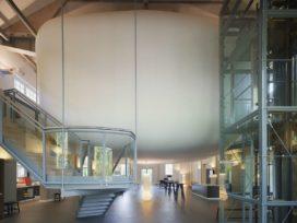 Auditorium met restaurant en gastenverblijven Visio in Huizen door Visser en Ex Interiors