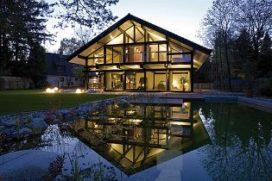 Passief huis van hout en glas