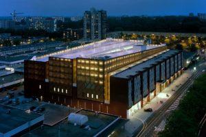 Parkeer-, woon-, winkelgebouw CAN in Amsterdam door Heren 5 architecten