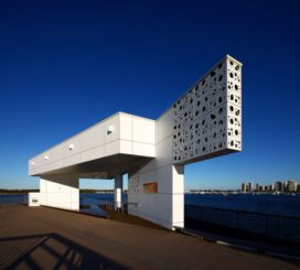 Waterlanden met Pier-paviljoen in Southport (Aus) door Whitearchitecture