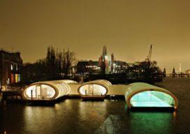 Drijvend badhuis verwarmt winters Berlijn