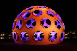 Icoon Buckminster Fuller op Amsterdam Light Festival
