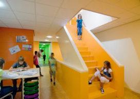 Gouden piramide voor basisschool te Hengelo