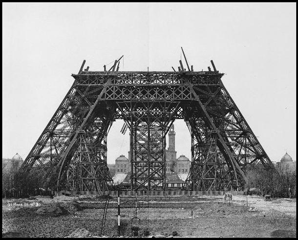 Start Bouw Eiffeltoren