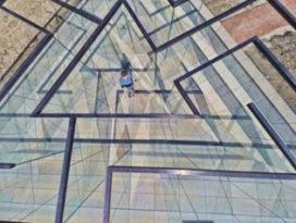 Glazen labyrint vormt doorwaadbare driehoek