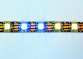 LED-licht volgt treinen in tunnel
