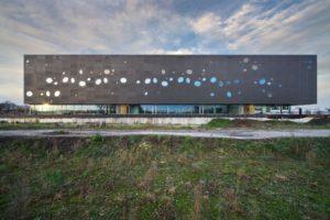 Topsporthal T-kwadraat in Tilburg door Bo.2 architectuur en Van Hoogmoed Architecten