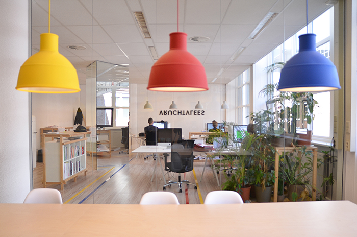 Werkplek voor grafisch bureau door studio intussen de for Interieur ontwerpen app