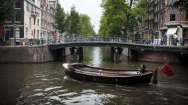 Amsterdamse grachten worden groen