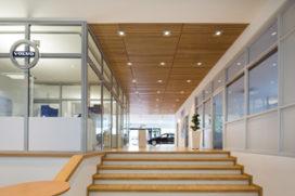 Massief houten plafonds – vernieuwing Volvo showrooms