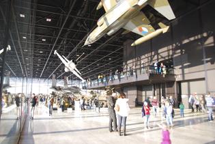 Museale hangar van staal