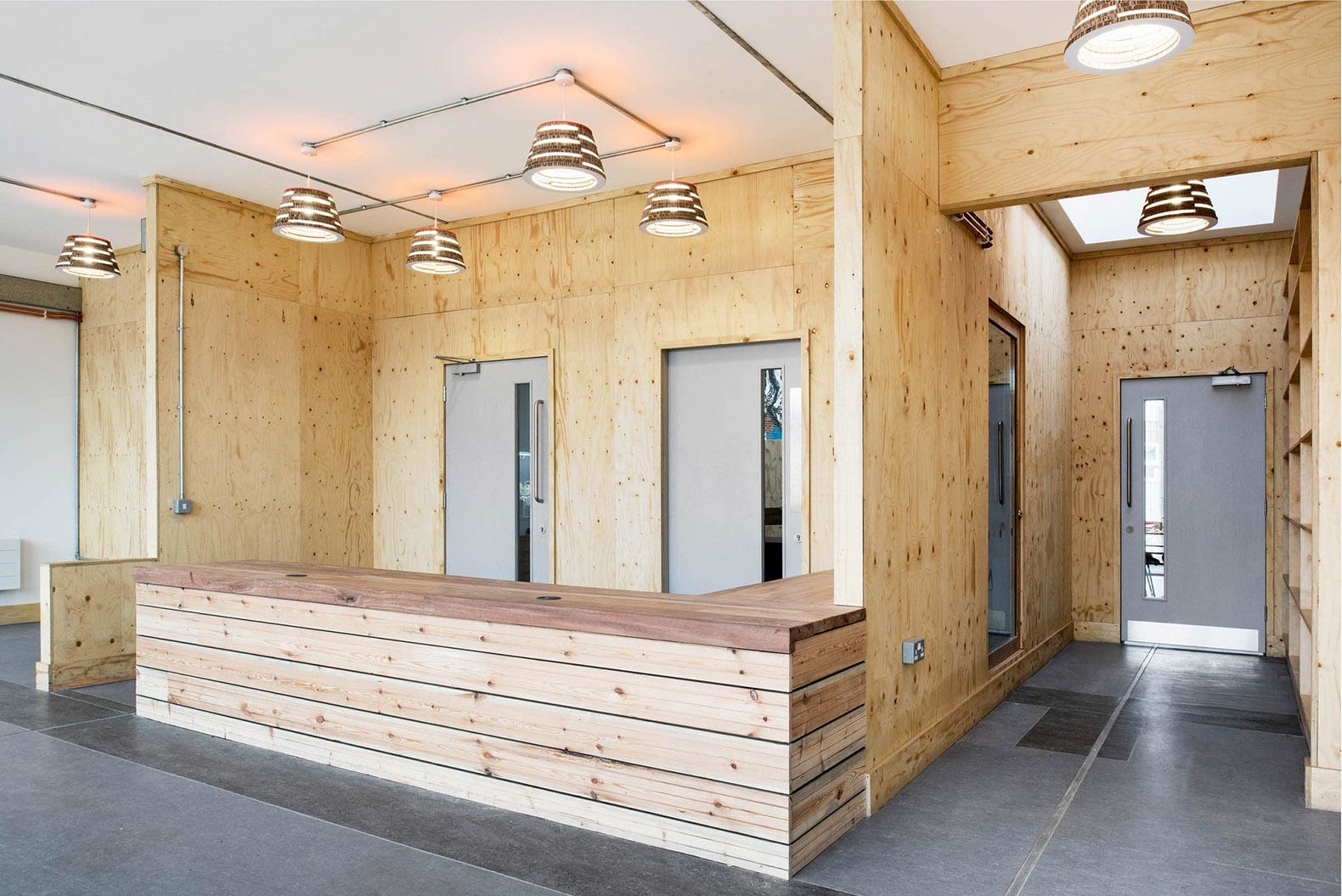 Tijdelijk communicatiecentrum in Londen door LYN Atelier