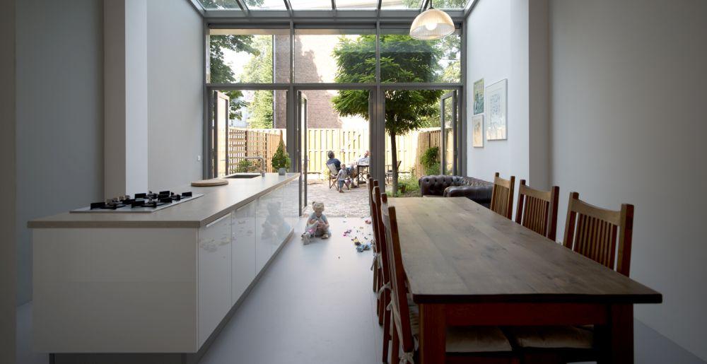 Een behouden thuis in rotterdam door umba architecten de architect - Midden kamer trap ...