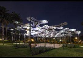 Translucente bloemblaadjes vormen MPavilion Melbourne
