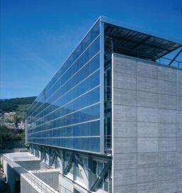 Reynaers Solar integreert fotovoltaïsche cellen in gevel