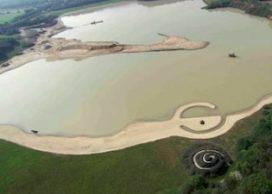 Feest rond land art-project Broken Circle/Spiral Hill van Robert Smithson