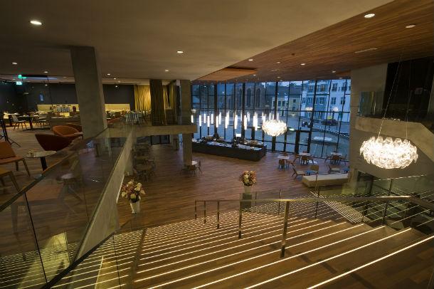 Project van de dag theater agnietenhof gerenoveerd door tenbraswestinga de architect - Eigentijds gebouw ...