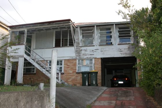 Ecohouse in brisbane au door riddel architecture 5 560x373