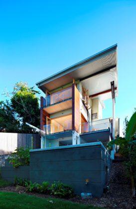 Ecohouse in brisbane au door riddel architecture 7 273x420