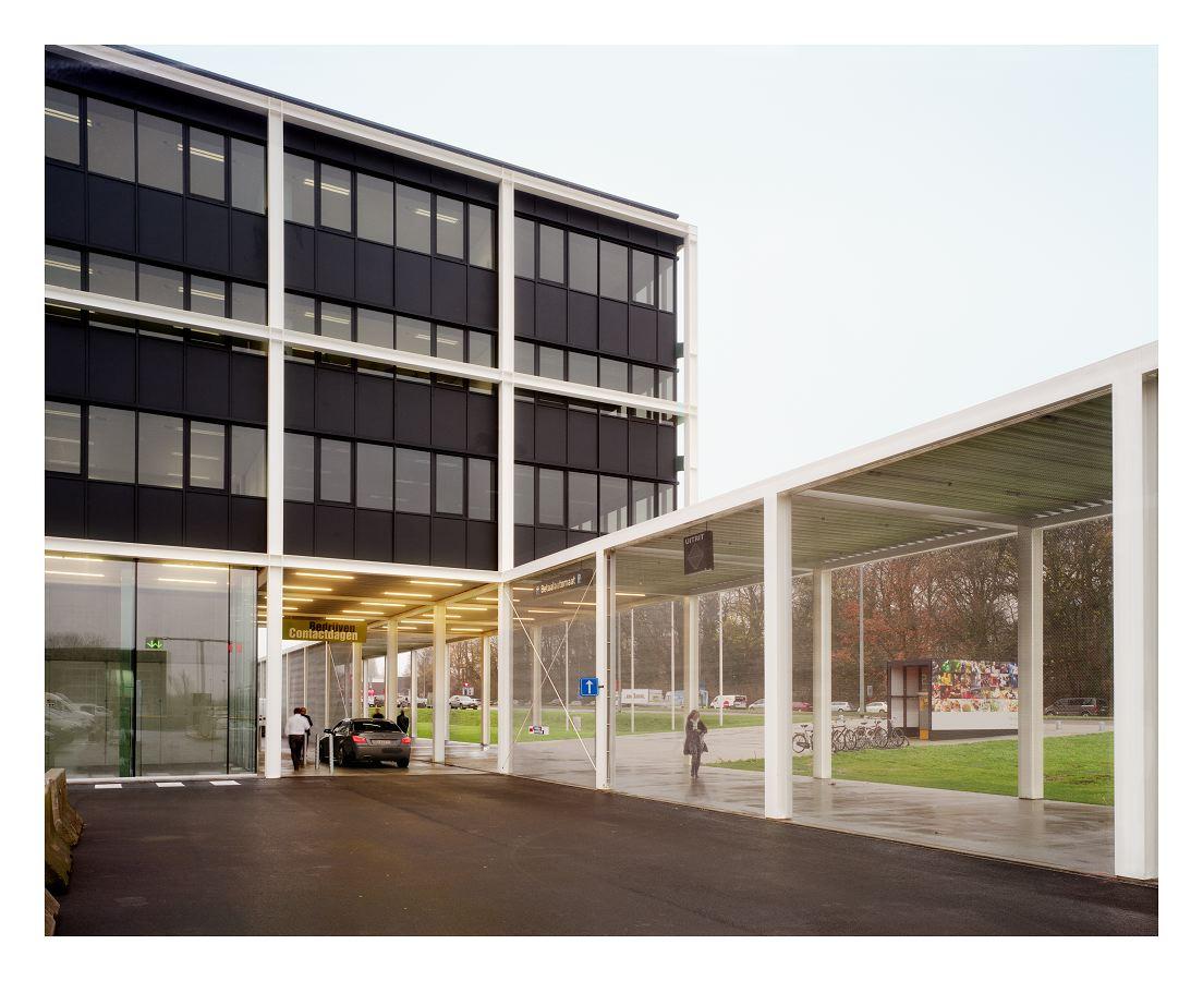 Galerie en kantoorgebouw voor kortrijk xpo in kortrijk b door office kersten geers david van - Bureau van de uitbreiding ...