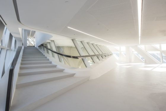 Havenhuis antwerpen zaha hadid architects 11 560x374
