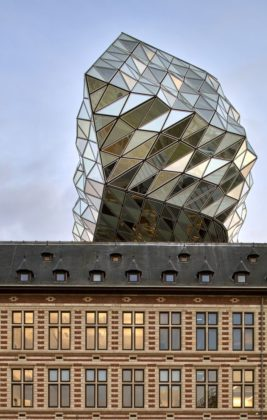 Havenhuis antwerpen zaha hadid architects 15 267x420