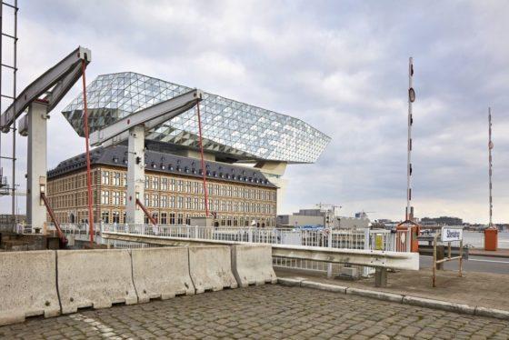 Havenhuis antwerpen zaha hadid architects 17 560x374