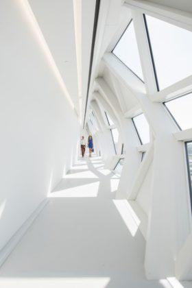 Havenhuis antwerpen zaha hadid architects 3 280x420