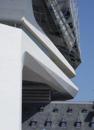 Havenhuis antwerpen zaha hadid architects 4 304x420
