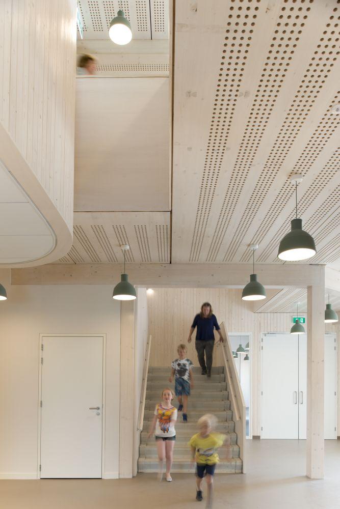 Houten school voor speciaal onderwijs broekbakema de architect - Kantoor houten school ...