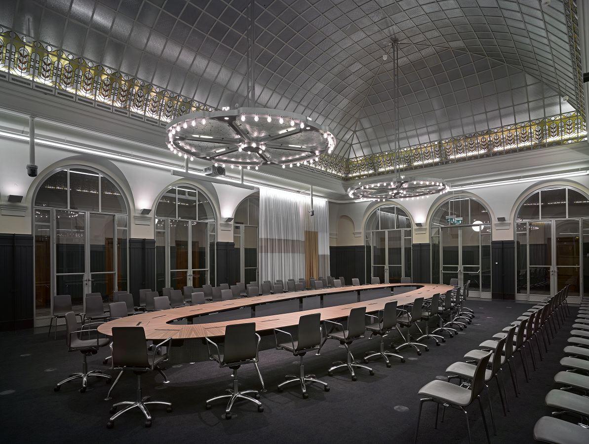 Interieur stadhuis in rotterdam door merkx girod for Interieur rotterdam