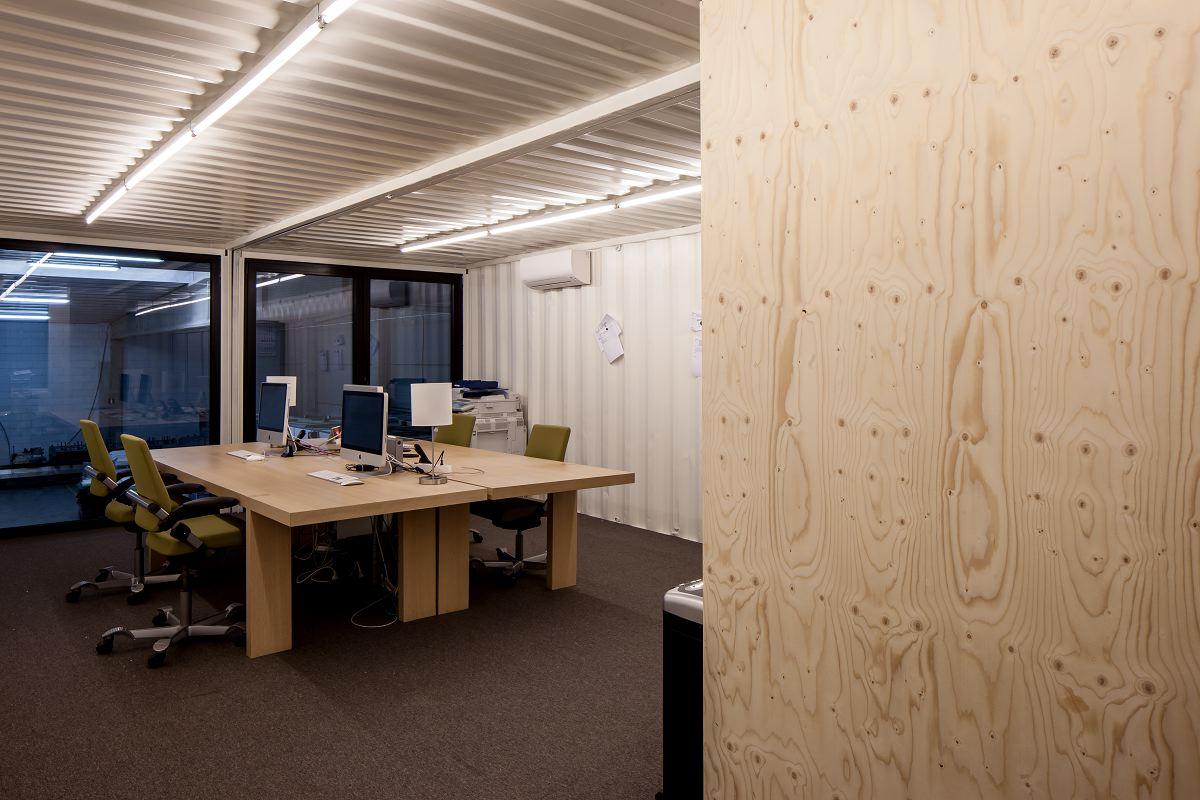 Kantoor van zeecontainers in kortrijk de architect for Kantoor architect