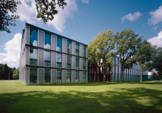 Onderwijsgebouwen in enschede door architecten van mourik 4 560x392
