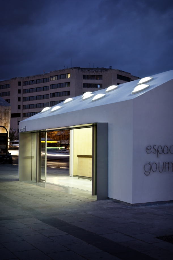 Plaza castilla meeting bar in madrid es de architect for Licht interieur plaza