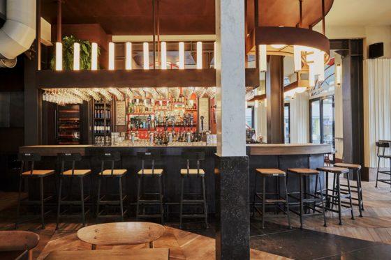 Restaurantbar holy smoke in rotterdam door studio modijefsky 9 560x373