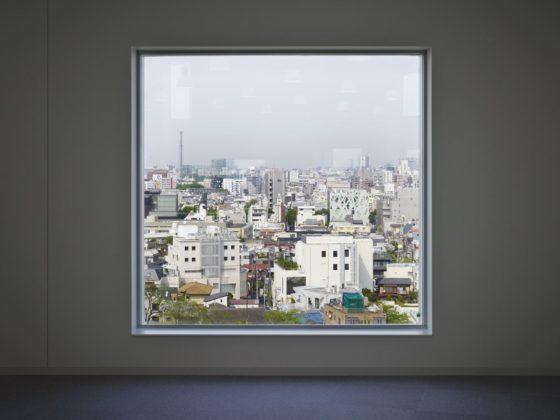 Sia aoyama building in tokio door jun aoki en associates 2 560x420