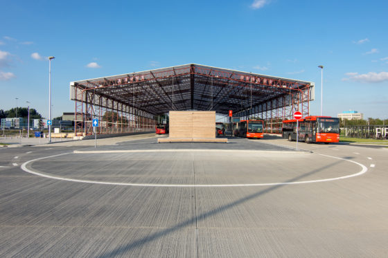 Winnaar arc15 innovatie award busstation schiphol noord door claessens erdmann 2 560x373