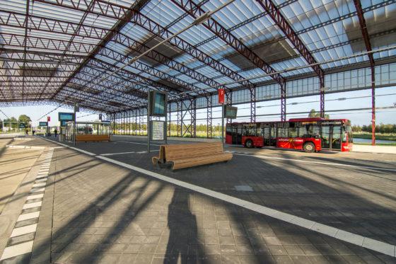 Winnaar arc15 innovatie award busstation schiphol noord door claessens erdmann 3 560x373