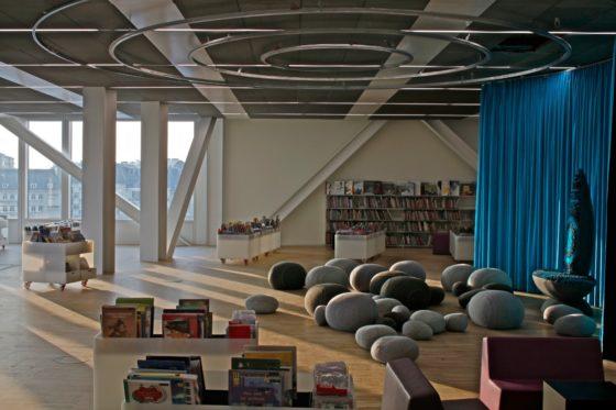 09 biblioth%c3%a8que alexis de tocqueville photo philippe ruault 560x373