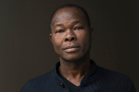 Francis Keré. Portret door Erik Jan Ouwerkerk