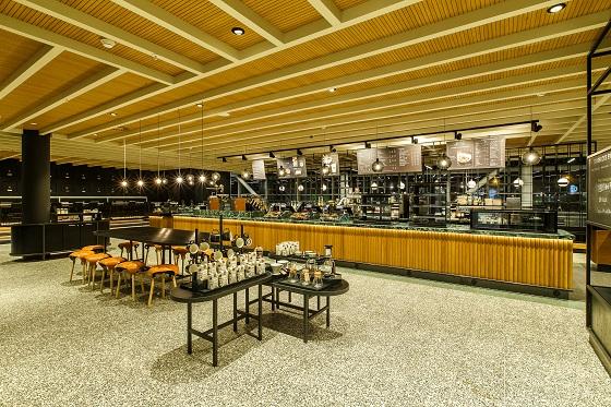 Starbucks Pavilion Schiphol Lounge 2 (foto: © Tycho Müller | Tycho's Eye Photography)