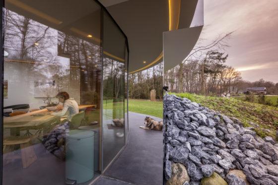 123dv 360 villa8 exterior dining area dog mirror 560x373