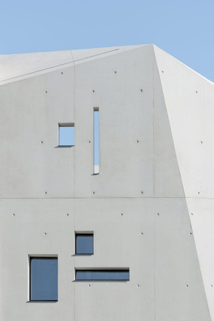 Monoliete betonnen uitbouw in Frankrijk. Opinie Jeroen Apers
