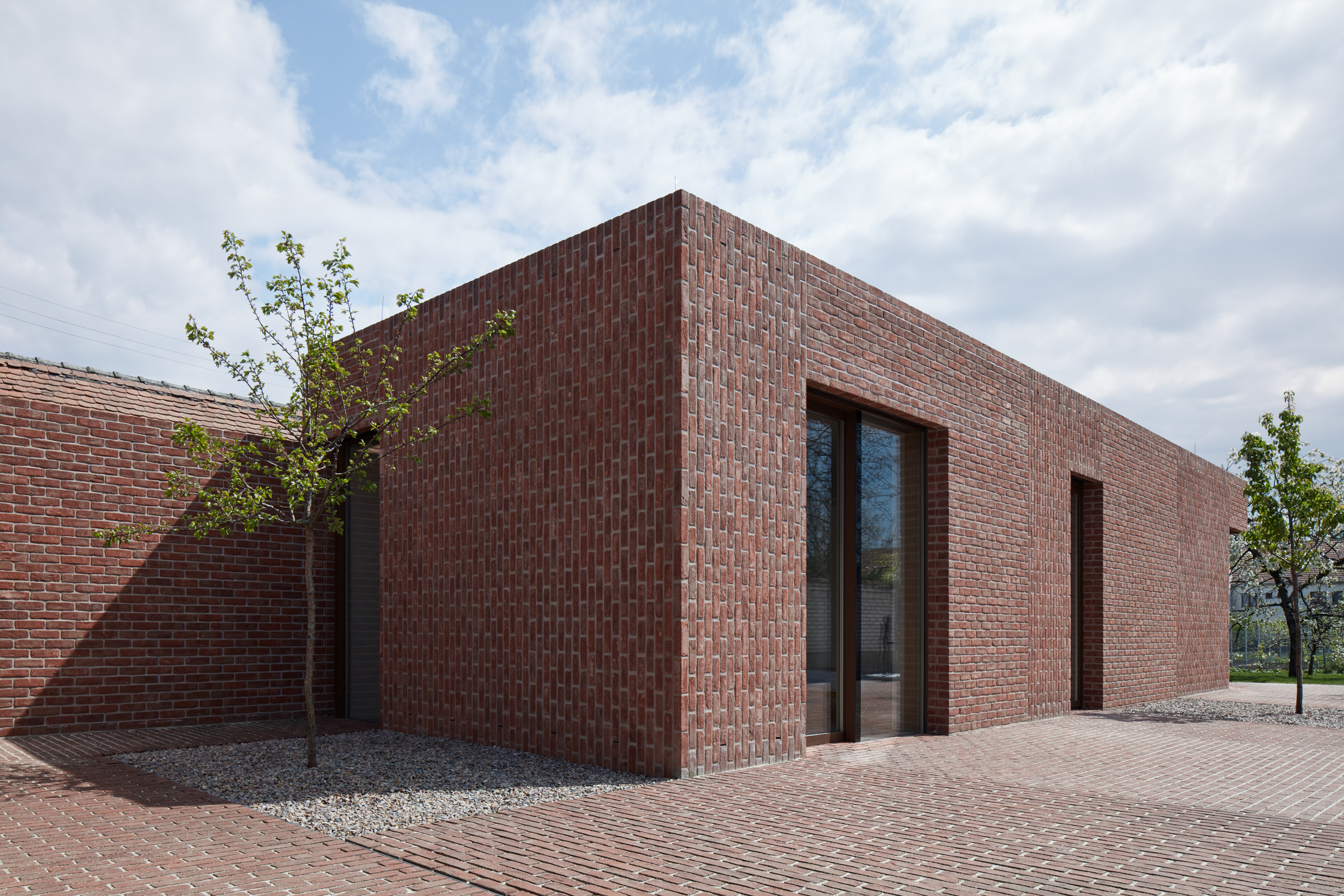 Brick garden house jan proksa architekt de architect - Brick houses three beautiful economical projects ...