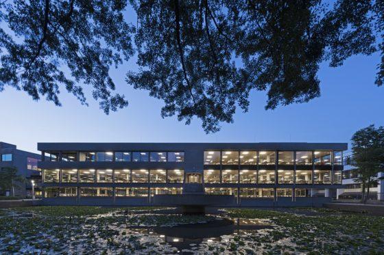 Gebouw universiteitsbibliotheek roos aldershoff 560x373