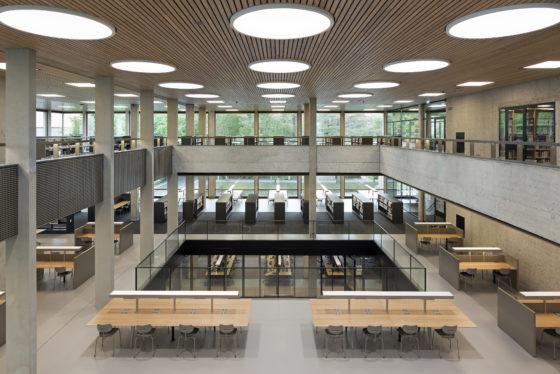 Interieur erasmus universiteit bib rotterdam. fotograaf roos aldershoff 13 560x374