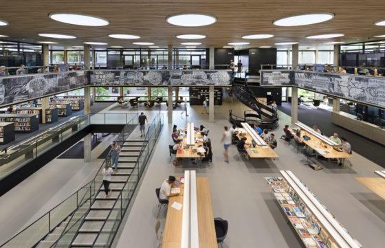 Interieur erasmus universiteit bib rotterdam. fotograaf roos aldershoff 15 560x361