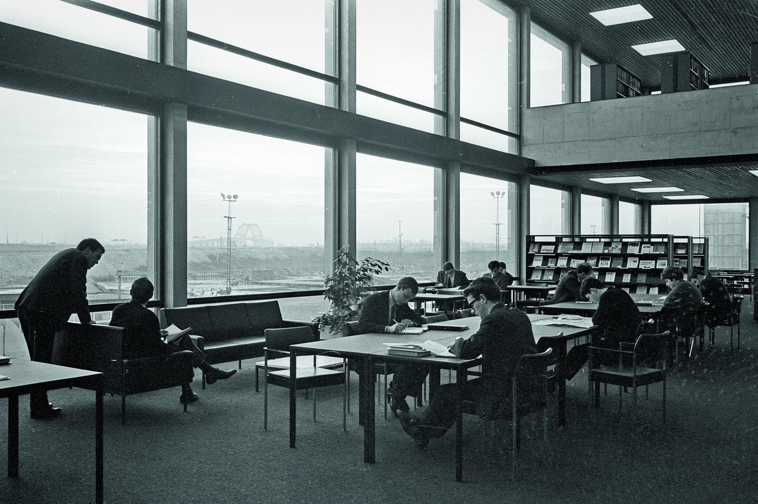 Arc17 universiteitsbibliotheek eur rotterdam dvdp de for Meubilair rotterdam